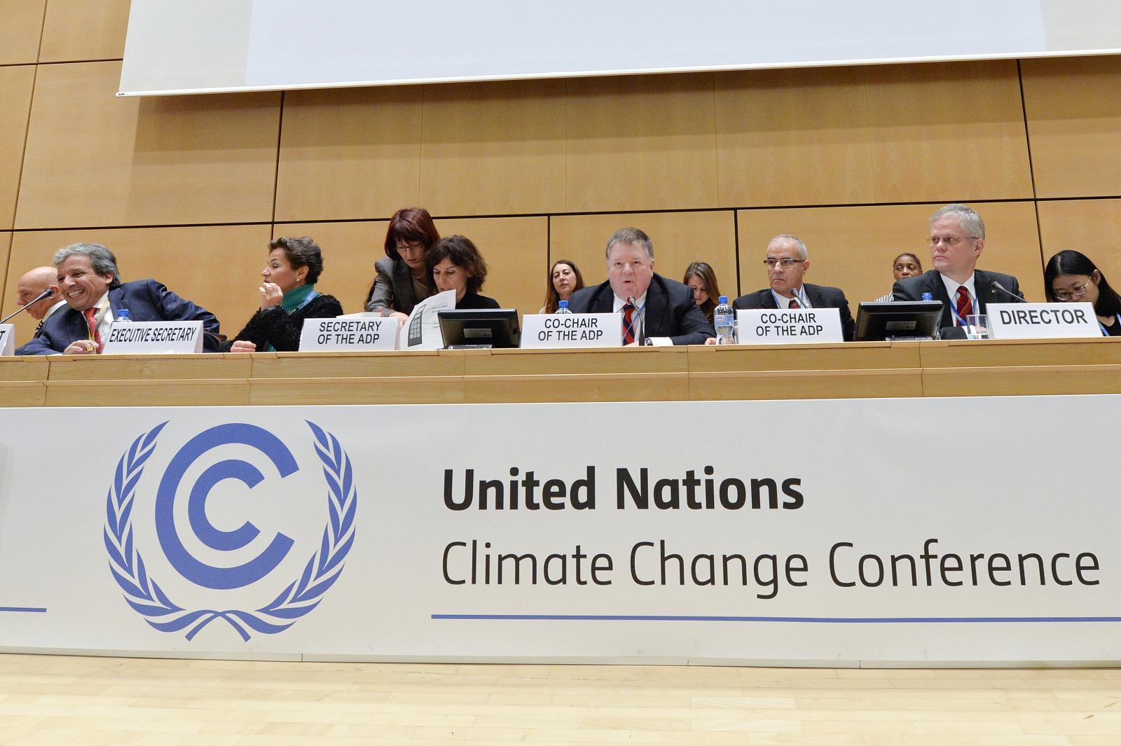 Líderes de 195 estados discutieron borrador de texto contra calentamiento global