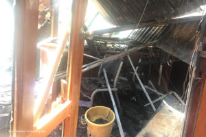 Escombros de las instalaciones de la radio Darío 89.3 en León. Fotografía: Carlos Langrand